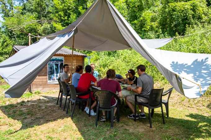 accueil café speleo canyon ariege jardin