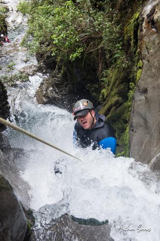 Mike barnett canyoning nouvelle zélande cascade
