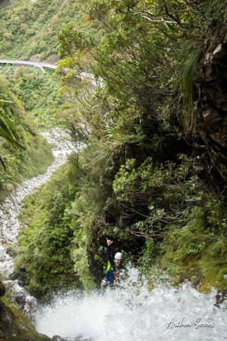 george yates cascade soixante canyoning curtis creek nouvelle zélande